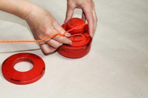Видео как правильно вставить леску в триммер видео
