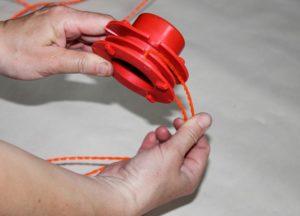 Как вставлять леску в катушку триммера видео