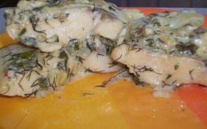Щука под сметанным соусом в духовке