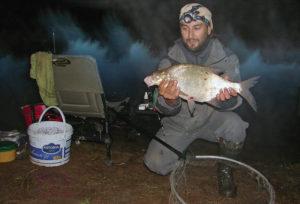 Ловля леща на реке ночью