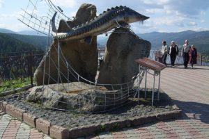 Где находится памятник осетру в красноярске