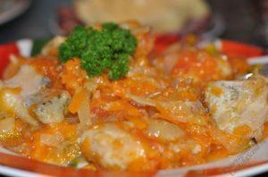 Щука в духовке под морковкой и луком