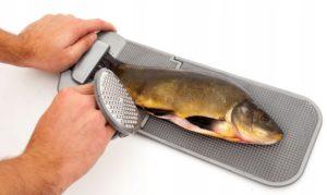 Устройство для чистки рыбы от чешуи