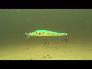 Как работает воблер под водой видео