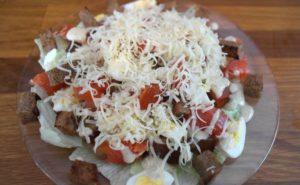 Салат из копченой форели горячего
