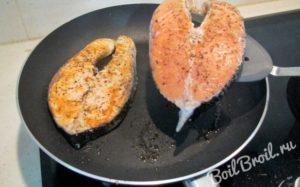 Сколько минут жарить рыбу на сковороде лосось