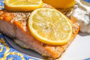 Форель в духовке с лимоном