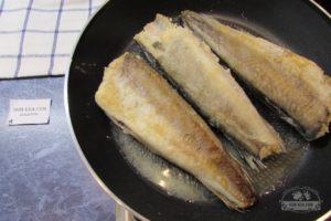 Сколько минут жарить рыбу хек