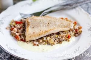 Рыба жареная с гречкой